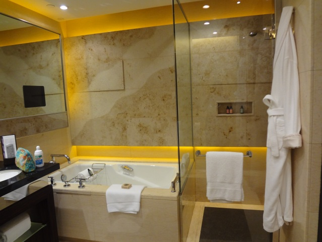 Four Seasons Hong Kong Bathroom https://labtofab.wordpress.com/